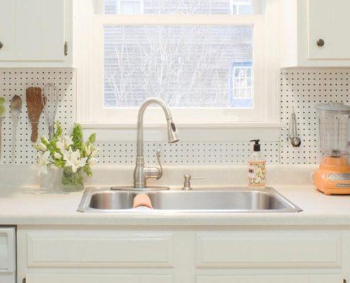 Pegboard-kitchen-basksplash-combines-modernity-orange-county